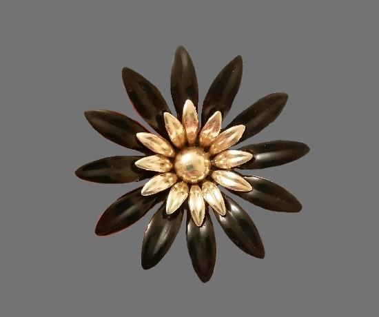Fashion Petals 1968 collection brooch. Metal alloy, enamel. 8 cm. 1960s
