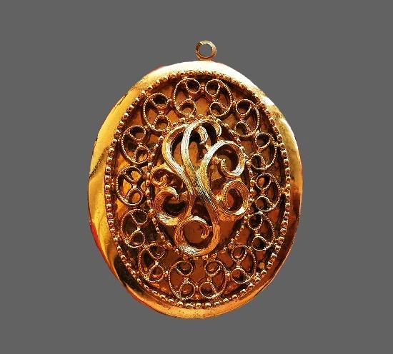 Filigree design pendant locket. 5 cm. 1970s