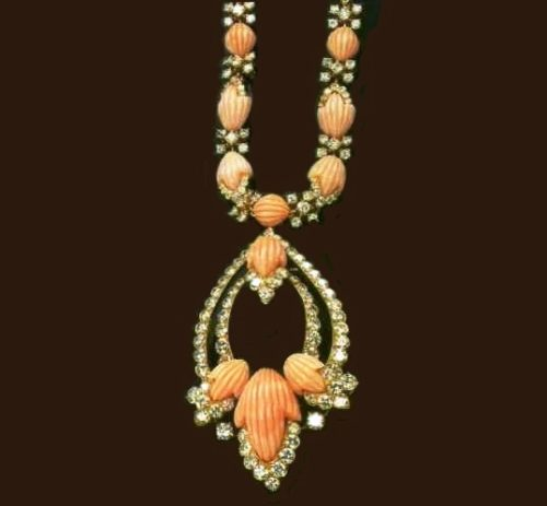 Sotuar made of gold with coral and diamonds. 1974
