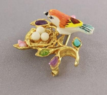 Bird in the nest brooch