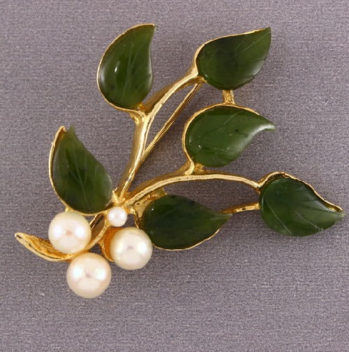 Made of Jade and Pearl brooch