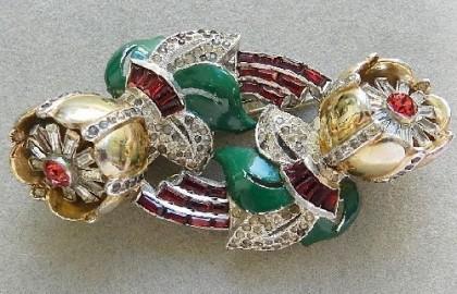 Quivering Camellia Coro brooch