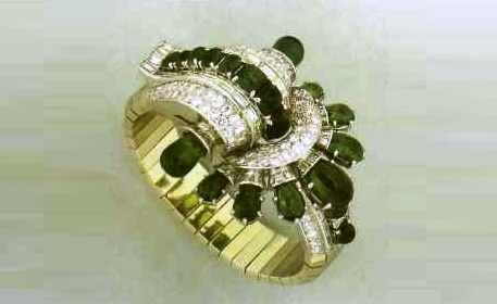 Wrist with emeralds and diamonds with large curls and a fan motif. 1935-1940. Paris