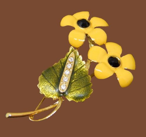 Yellow flower enameled brooch. Jewelry alloy of gold tone, rhinestones. 5 cm