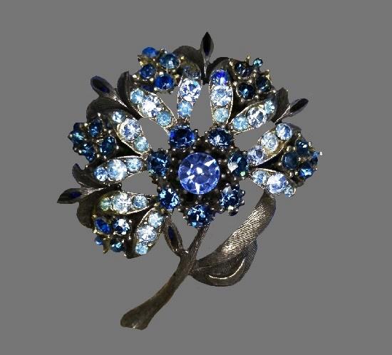 Blue flower brooch. Silver tone textured metal, Swarovski crystals. 6 cm. 1960s
