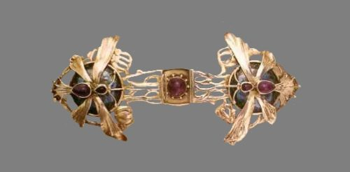 Buckle clasp for cloak made of silver with enamel and amethyst, design by S.R. Ashby for the Guild of Crafts. Around 1902