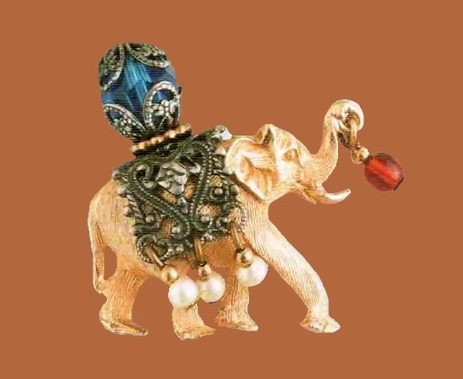 Elephant Brooch. Metal, gilding, filigree, imitation ruby ​​and pearls. Mid 1950s. 75 cm £ 50-55 CRIS