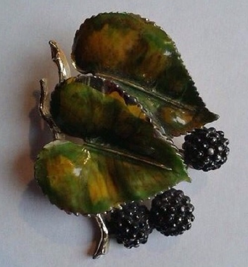 Mulberry brooch, England. Collection 'leaves and trees'