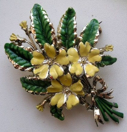 Primrose, corresponds to February. Collection 'Birthday Flower Brooches'. Exquisite signed Vintage brooch