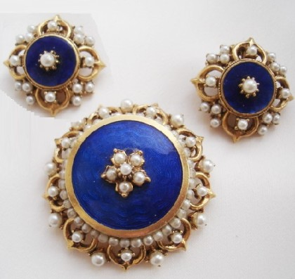 Set of blue brooch and clips, faux pearl