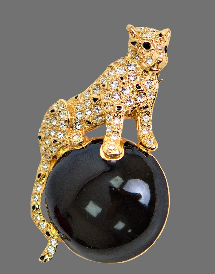 Jaguar on a ball brooch. Gold tone jewelry alloy, rhinestones. 5.5 cm