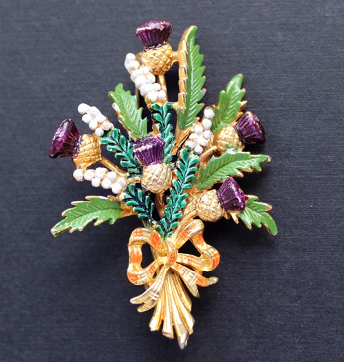 Thistle Vintage brooch, England in 1950, a traditional symbol of Scotland. Exquisite Vintage costume jewelry