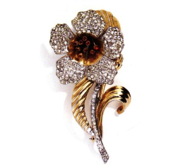 Beautiful flower brooch by Deja, 1939