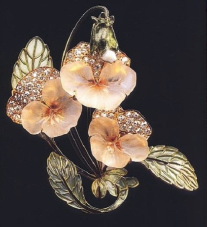 Pansy brooch – a mixture of seemingly incompatible materials in jewelry – diamonds and glass