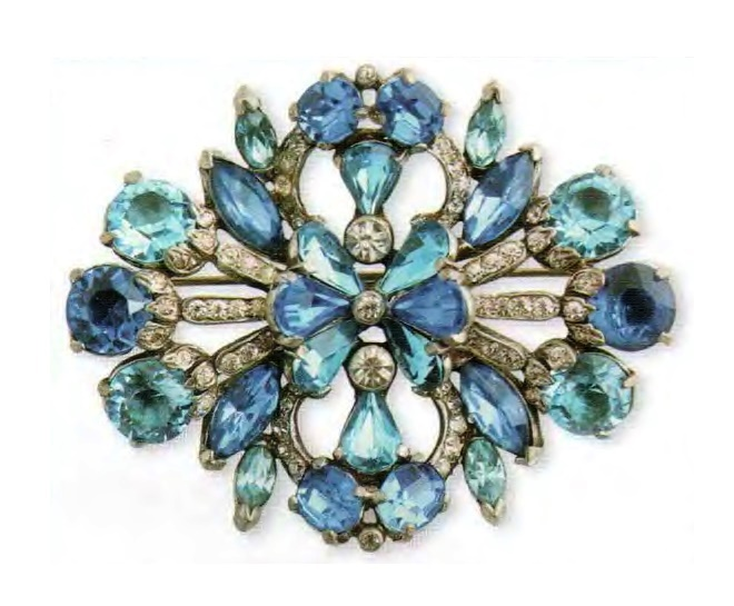 Blue brooch. Rhodium-plated metal, Swarovski rhinestone, transparent, sapphire and turquoise. Early 1940s. 7.5 cm. £ 165-200 ABIJ