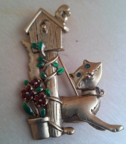Cat at the birdhouse brooch. Danecraft vintage costume jewellery