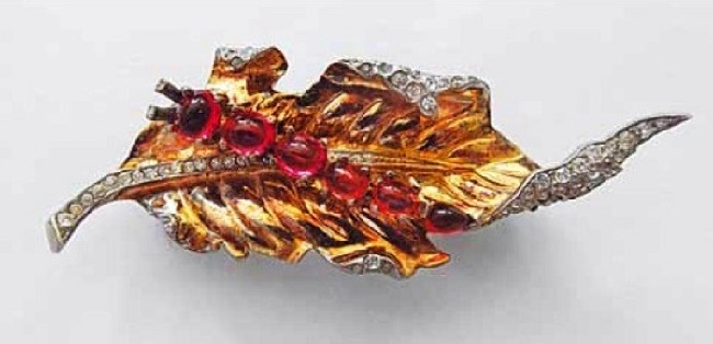 Caterpillar on the leaf brooch. 1942. Alfred Philippe