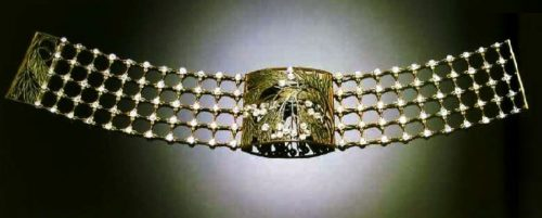 Collar of gold with enamel and diamonds 'Hawthorn'. 1902-1904. Abundant use of diamonds is not typical for other works of this master