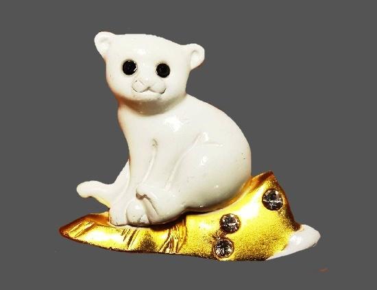 Polar bear cub brooch. Gold tone metal, white enamel, rhinestones. 3.5 cm. 1980s