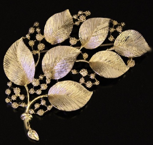 Black and gold-plated leaves brooch