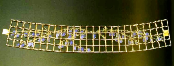Gold collar, enamel and diamonds. 1906-1908. The lattice decorated with tiny diamonds. Enamel wisteria with a transparent green stalk, pale blue and purple flowers of transparent enamel