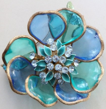 Beautiful flower brooch. Crystals, glass, jewelry alloy