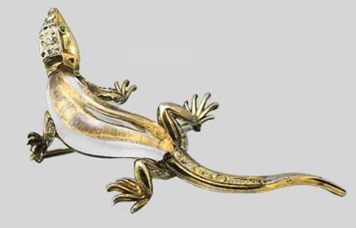 Lizard. 1944. Work by Alfred Philippe. Lucite, rhinestones. Signed Trifari