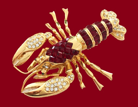 Lobster brooch, Glamour collection. Gold tone metal, Swarovski crystals. 8 cm. 1980s
