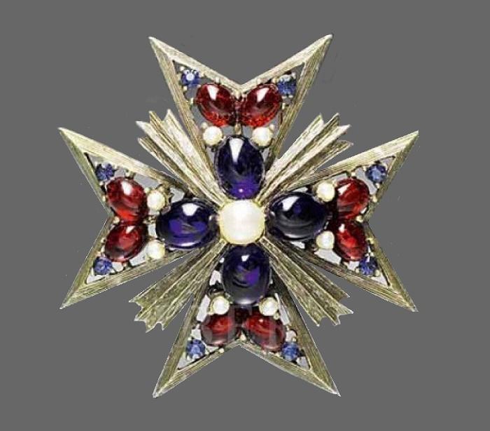Maltese cross. 1960s. Weiss. Rhinestones, gray metal alloy, pearls