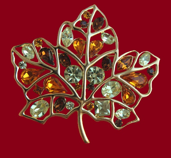 Maple leaf brooch. Gold tone metal, Swarovski crystals. 6,7 cm. 1980s