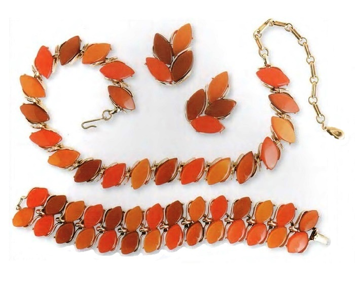 Necklace, bracelet and earrings. metal, gilding, pink, brown, amber lucite. The end of the 1950s. £ 100-125