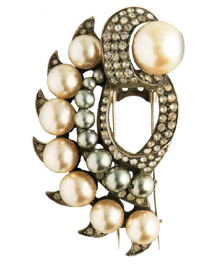 Pearl brooch. Silver, transparent Swarovski rhinestone. artificial pearls. 1930s 7.5 cm £ 500-565 TR