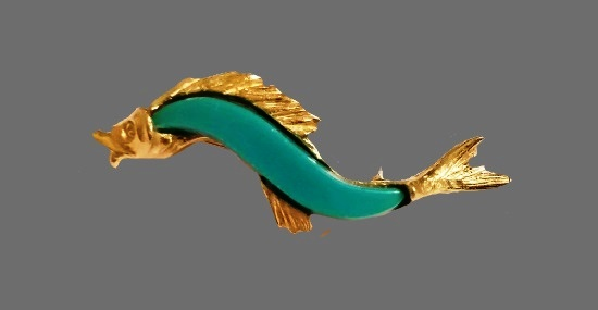 Sphinx Fish brooch. Gold tone alloy, lucite. 5 cm. 1960s