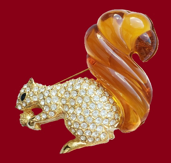 Squirrel brooch. Gold tone metal, Swarovski crystals, lucite. 6 cm. 1980s