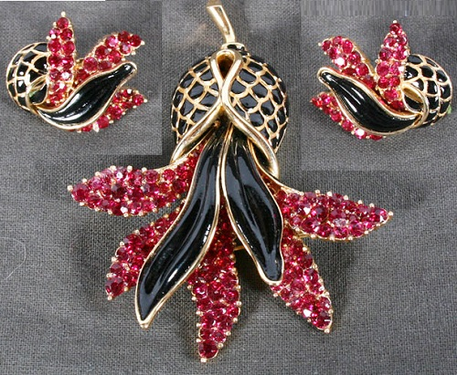 Pin Earrings set of black enamel and pink rhinestones