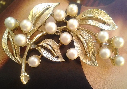 Classic Pearl branch brooch