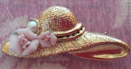 Hat brooch. 1928 vintage Jewelry