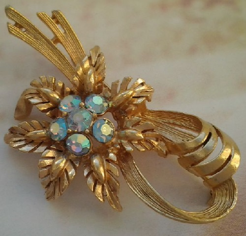 Bow and flower brooch. Rhinestones, gold tone metal