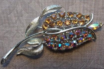 Tulip brooch