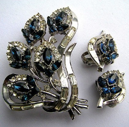 Set brooch and earrings