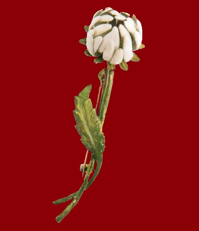 White flower brooch, enamel. 1970s. £ 10-15 MILLB