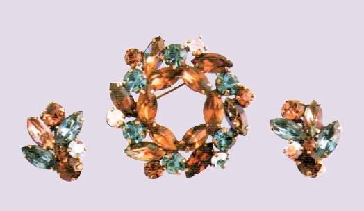 Wreath brooch and earrings. Smoky quartz, rock crystal aurora borealis, antique metal. 1950s £ 45-50 ABIJ