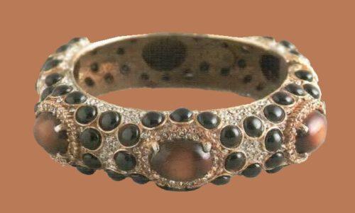 A bracelet. Metal, gilding, artificial amber, jet. 1980, w 8.25 cm. £ 265-300