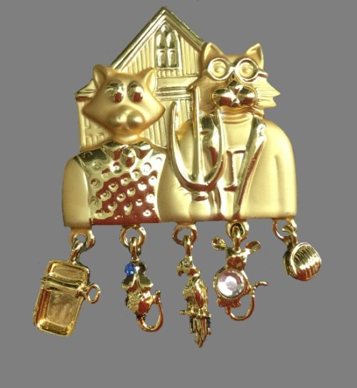 'American Gothic' cats brooch with charms. Goldtone metal, rhinestones