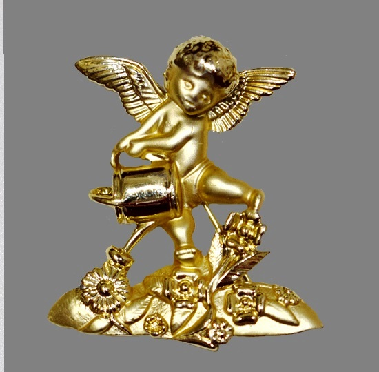 Angel gardener vintage brooch. 1980s. 5 cm