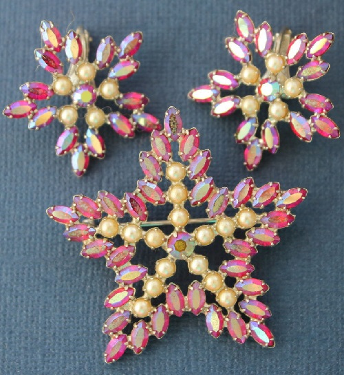 Christmas set of brooch and necklace
