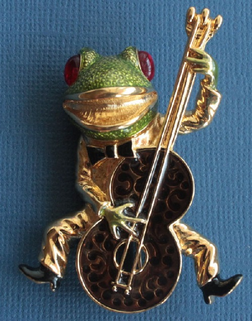 Bassist brooch from KJL