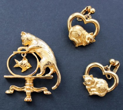 Clips and Brooch – charming young cats. Avon vintage jewellery