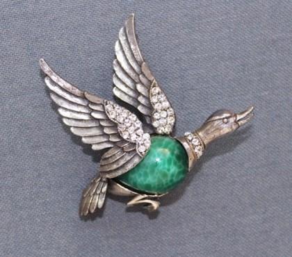 A wild goose, Tortolani brooch, cabochons, 'Beijing' glass