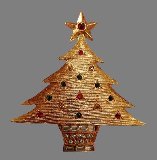 Christmas tree brooch. Gold tone metal, rhinestones. 5,5 cm. 1960s